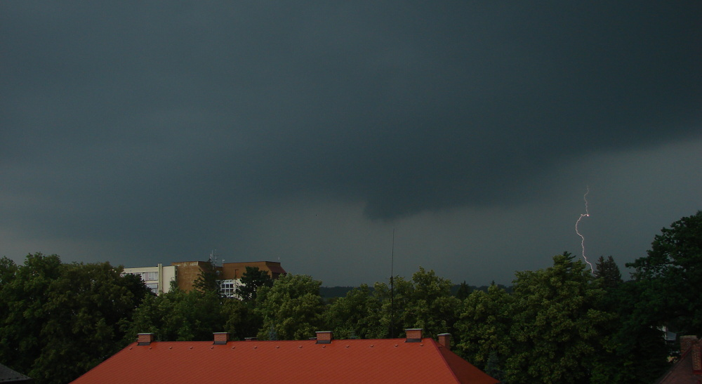wall-cloud-a-blesk.jpg